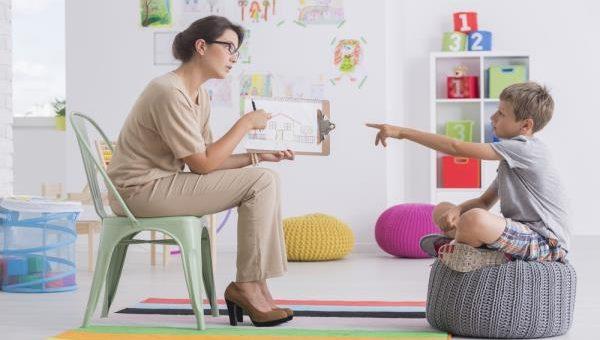 چه زمان باید از روانشناس کودک کمک بگیریم؟
